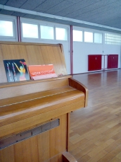 Klavier im Ballettsaal